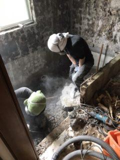 福岡市、2×4の浴室解体中
