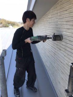 福津市、小屋裏換気扇取り付けのための外壁穴あけ